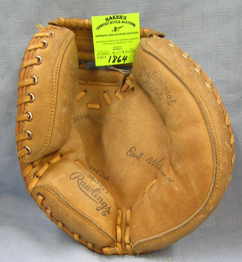 Vintage leather Earl Williams catcher's mitt