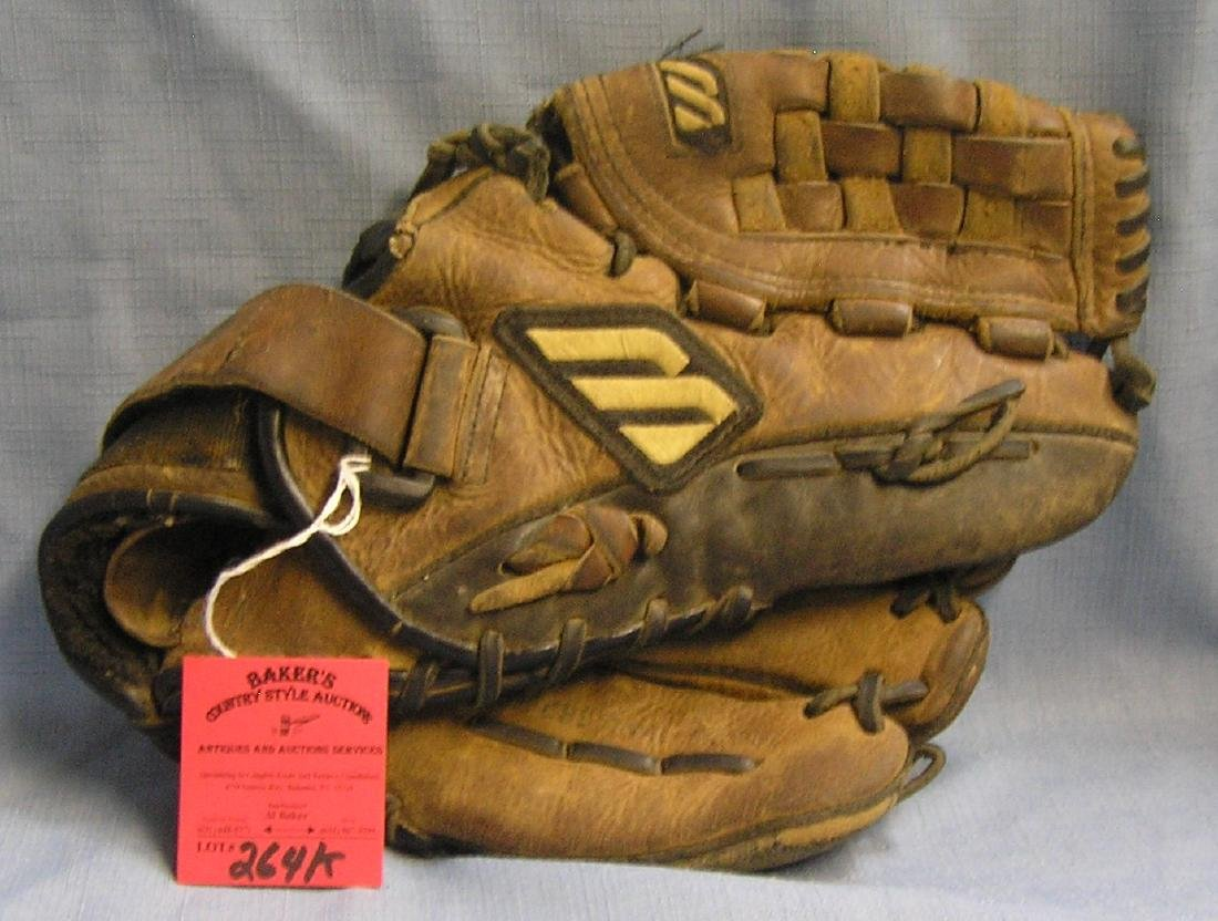 Vintage Mizuno leather baseball glove