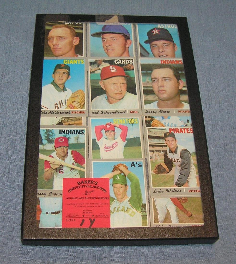 Group of vintage 1970's Topp's baseball cards