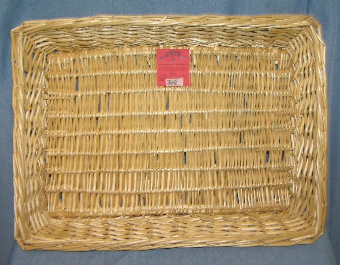 Wicker serving basket