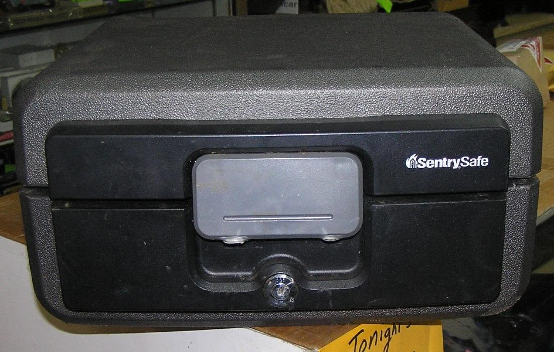 Sentry safe strong box safe