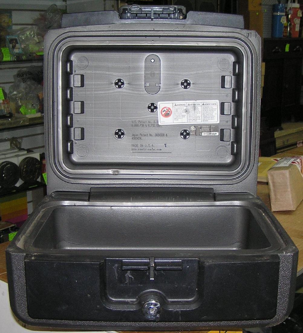 Sentry safe strong box safe - 2