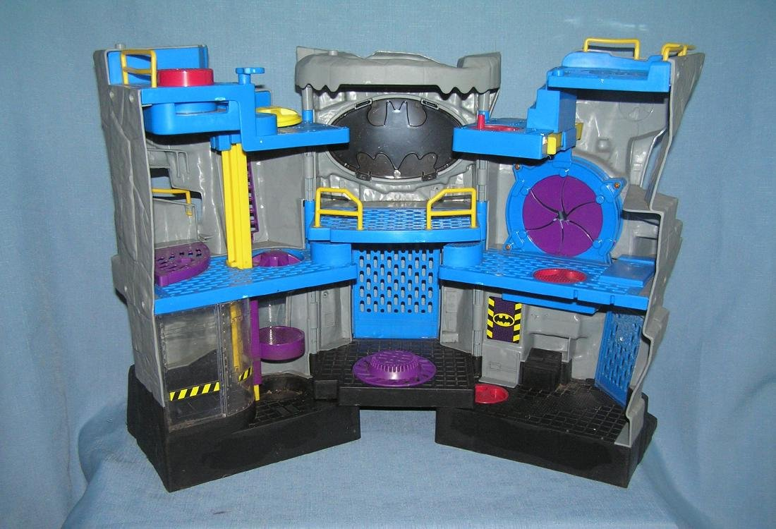 Batman Batcave headquarters playset by DC comics - 3