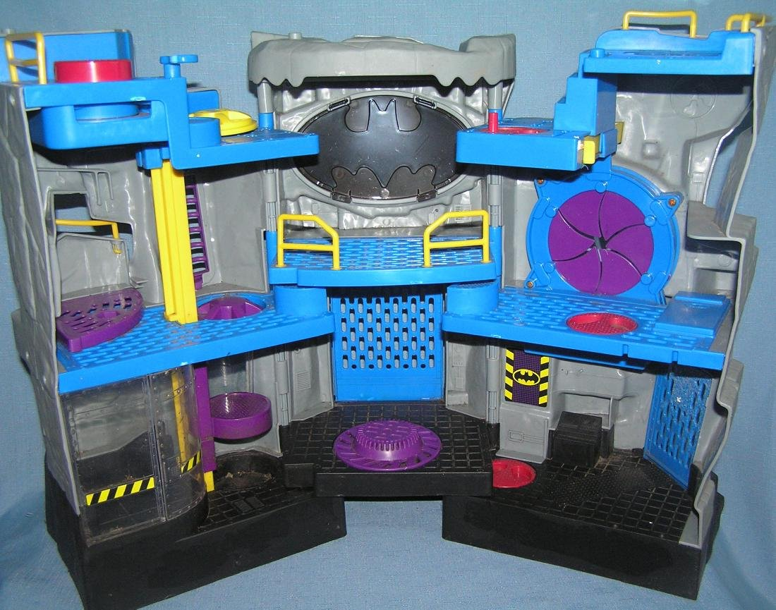 Batman Batcave headquarters playset by DC comics - 4