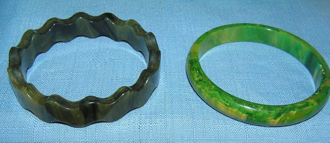 Vintage Bakelite and Lucite bracelets - 3
