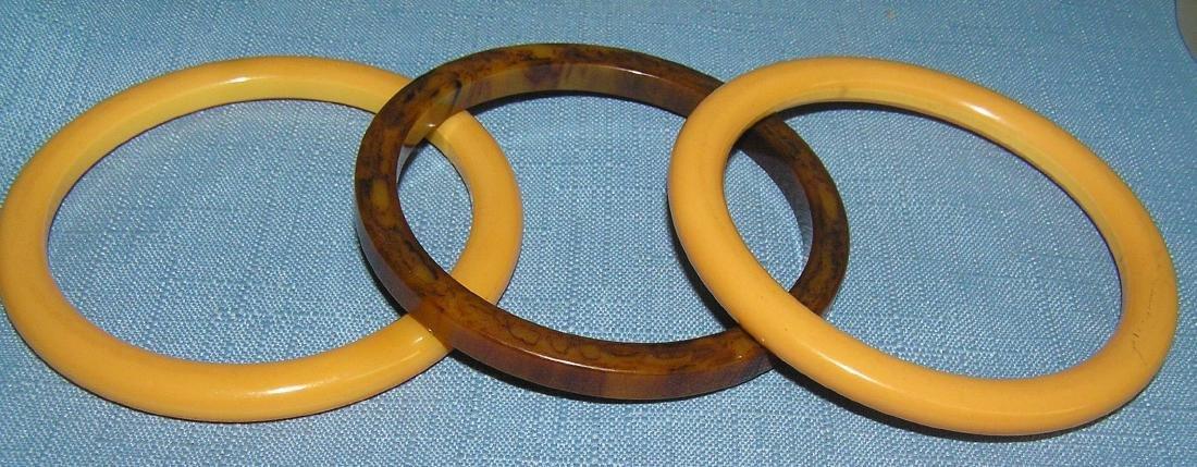 Vintage Bakelite and Lucite bracelets - 7