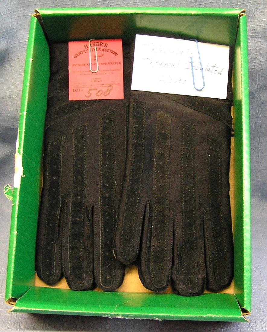Pair of quality thinsulate insulated gloves