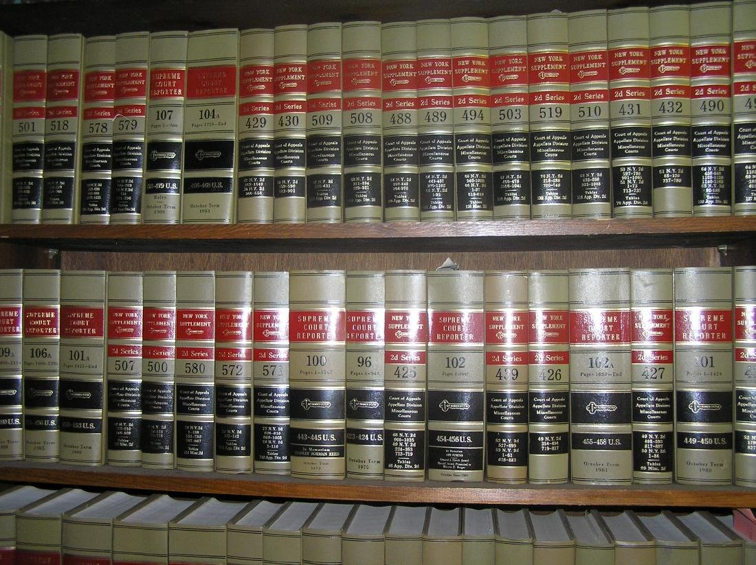 Large collection of law books - 3