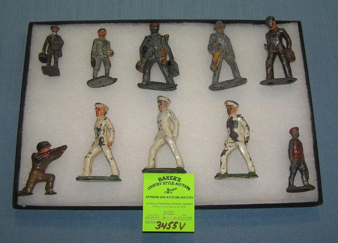 Early American service men and civilians