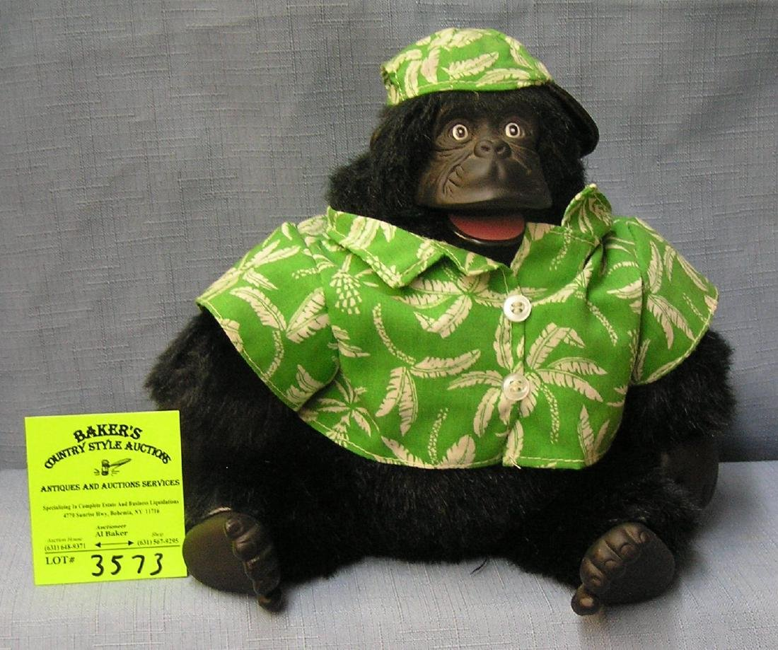 Modern mechanical and musical gorilla toy
