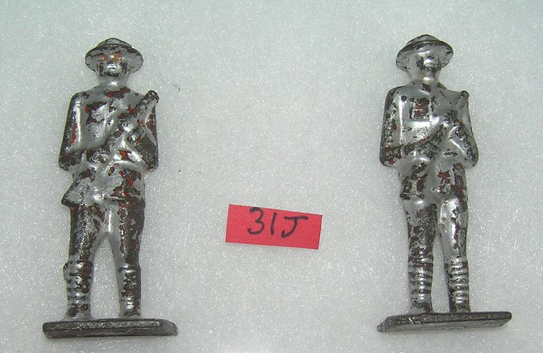 Pair of vintage Gray Iron cast iron toy soldiers