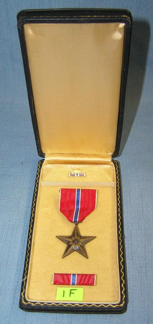 US bronze star cased medal, ribbon, bar and brooch