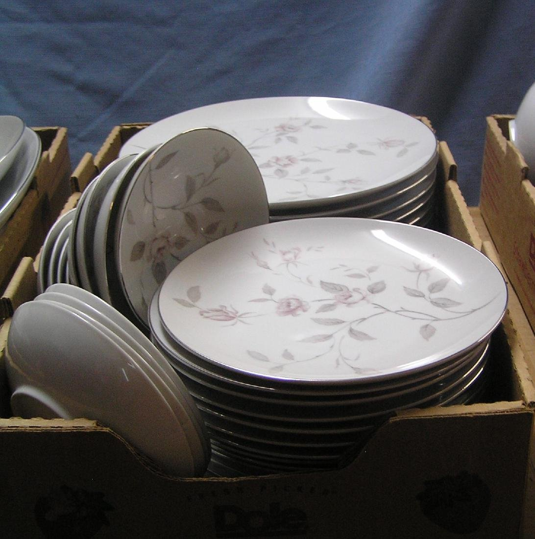 Narumi of Japan fine china dinnerware set - 2