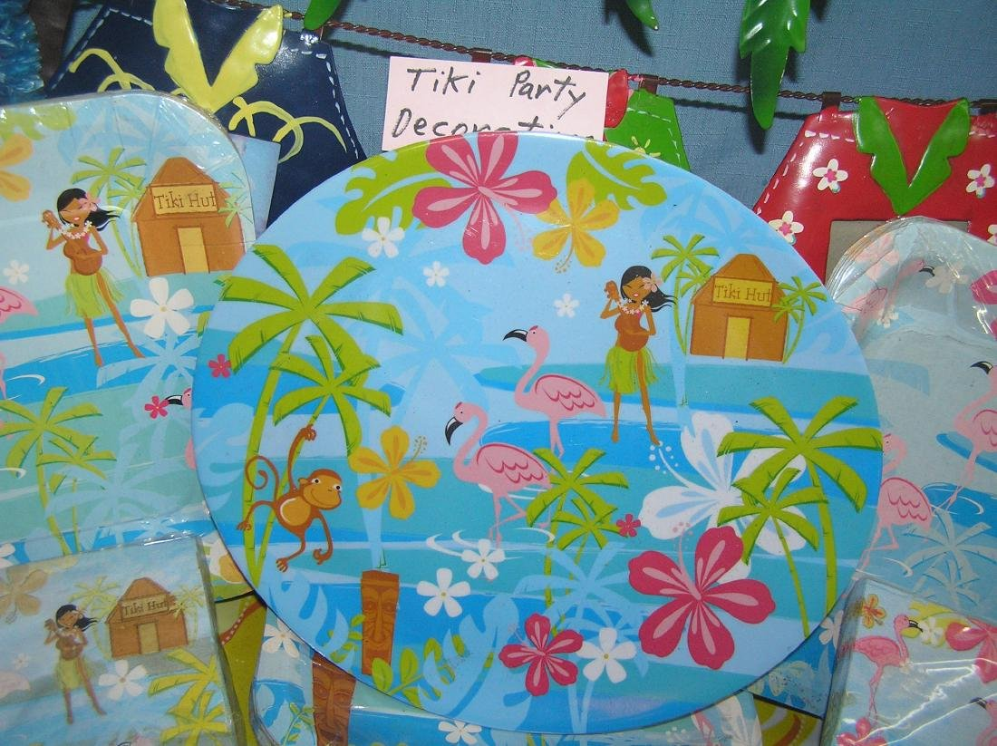 Large group of Tiki party decorations - 4