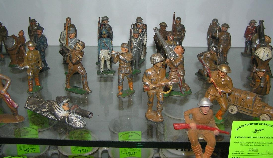Large collection of early dime store toy soldiers - 2
