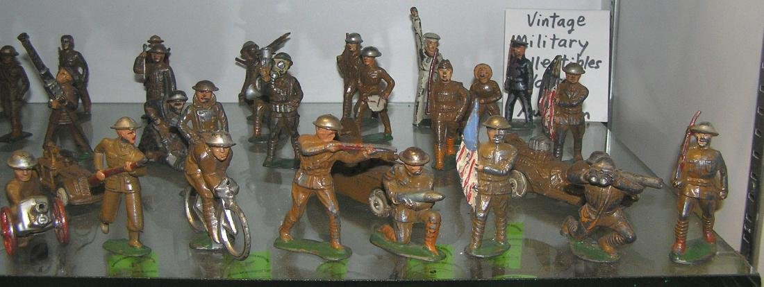 Large collection of early dime store toy soldiers - 3
