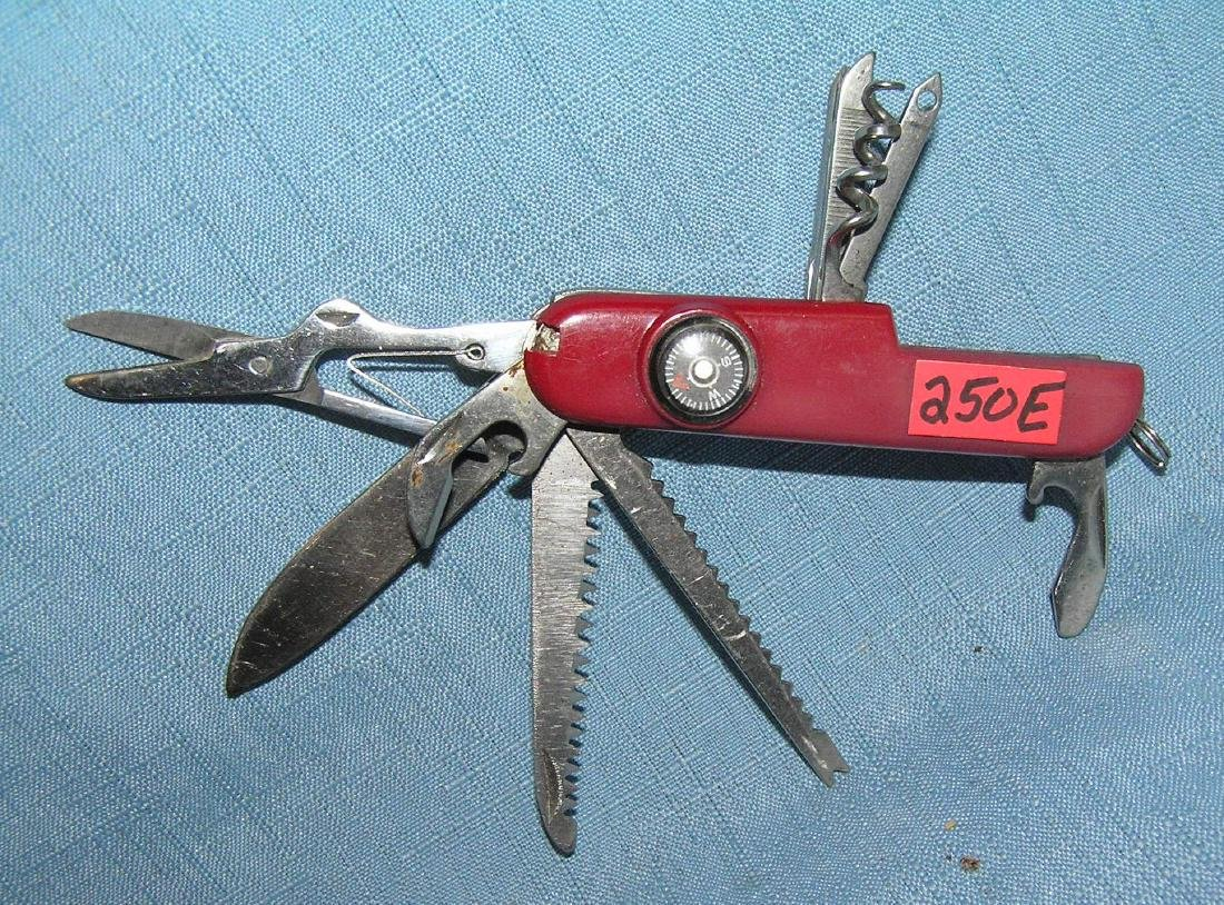 Swiss style pocket knife with built in compass