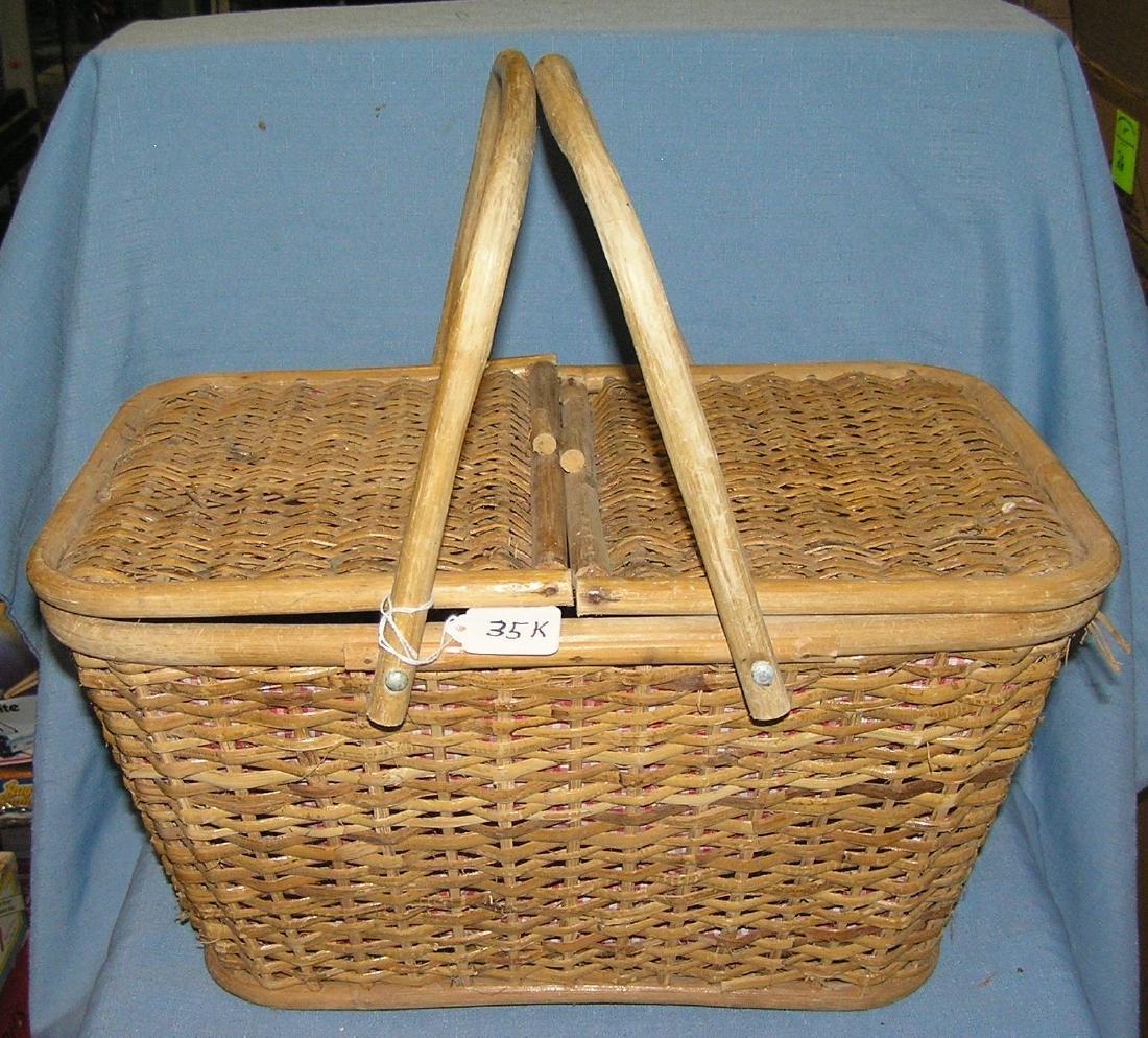 Vintage 1950's picnic basket