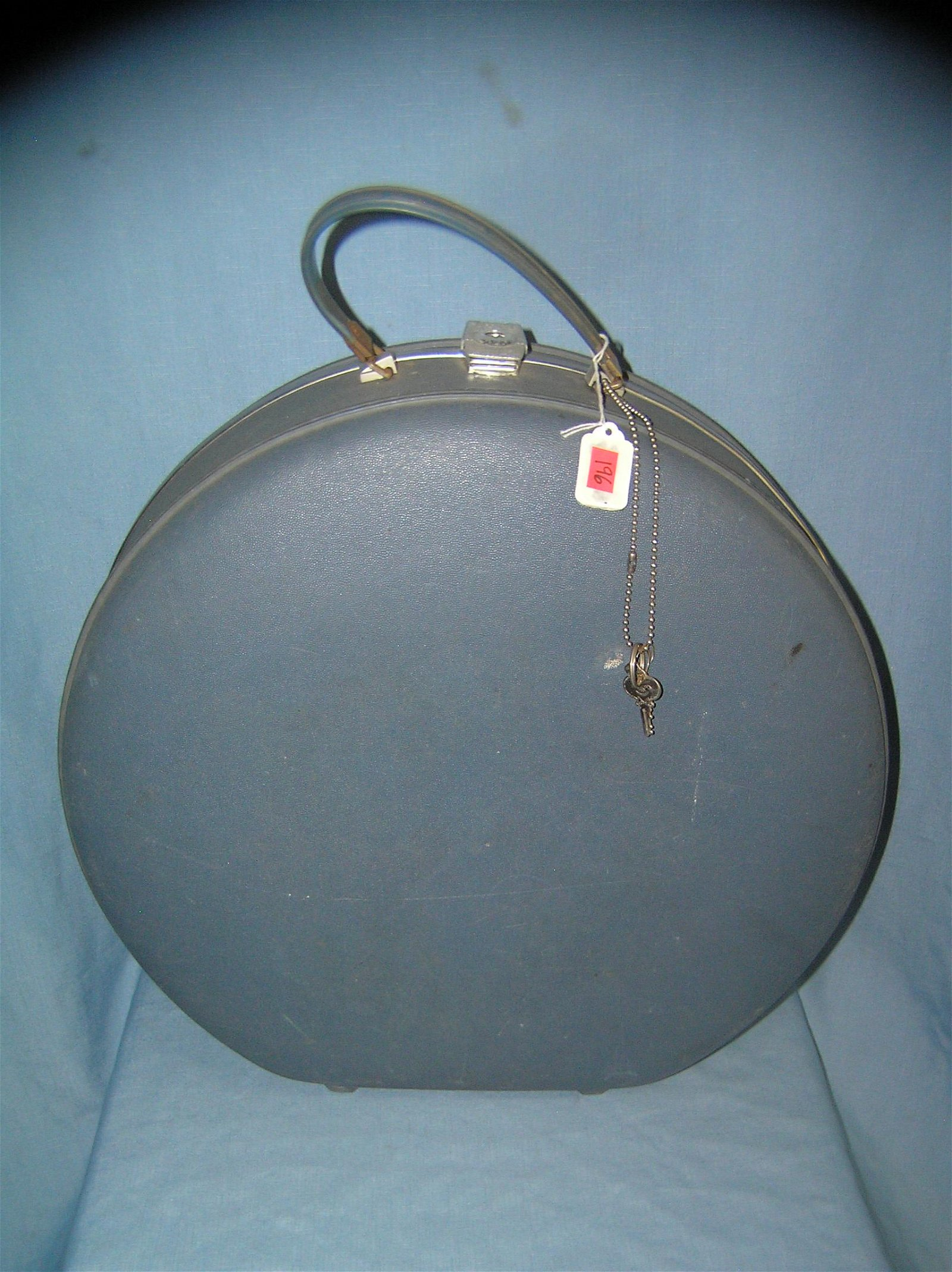 Vintage American Tourister hard case carry on