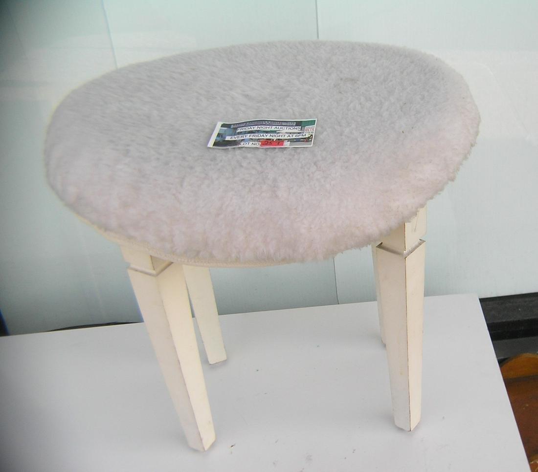 Wooden vanity bench