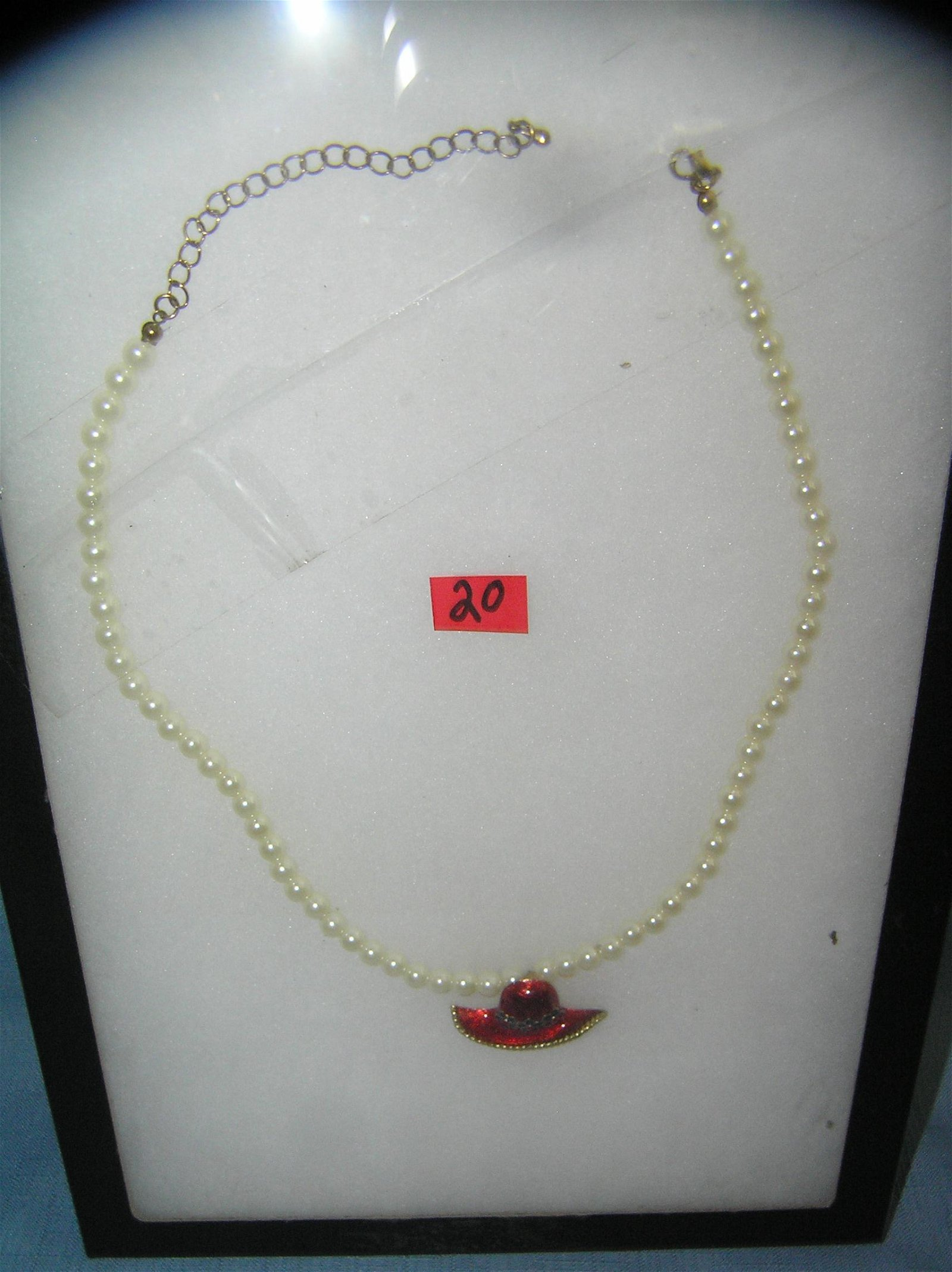 Costume jewelry pearl style necklace