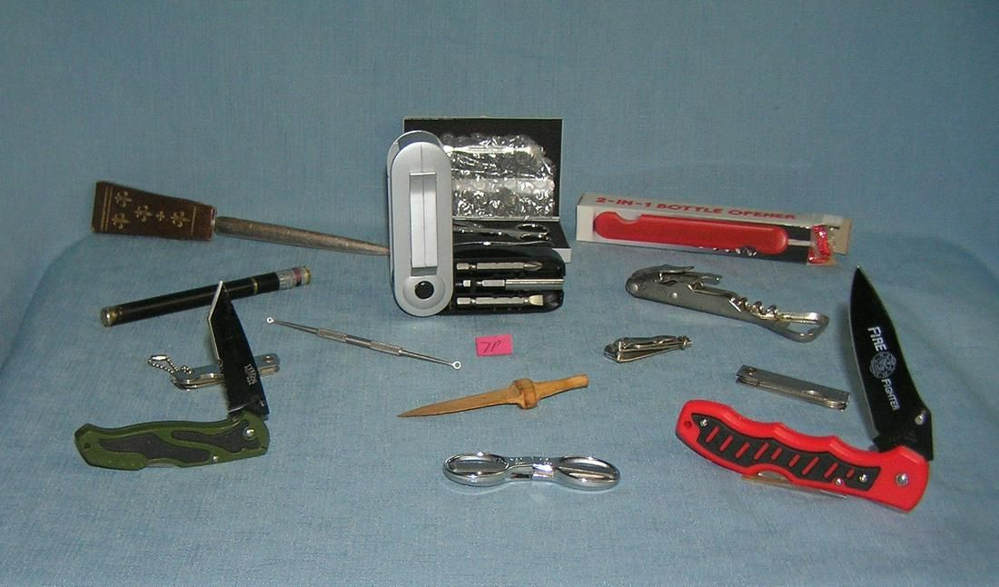 Large collection of pocket knives and gentleman's