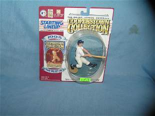Harmon Killebrew baseball figure and baseball card