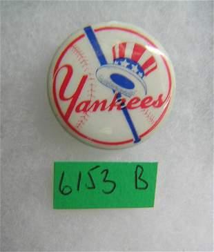 NY Yankees souvenir pin back button