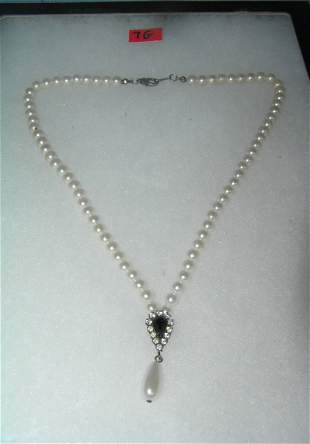 Pearl and simulated stone costume jewelry necklace