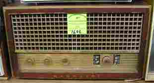 Vintage Magnavox table top radio