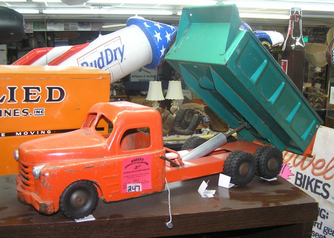 Early Structo hydraulic dump truck really nice all