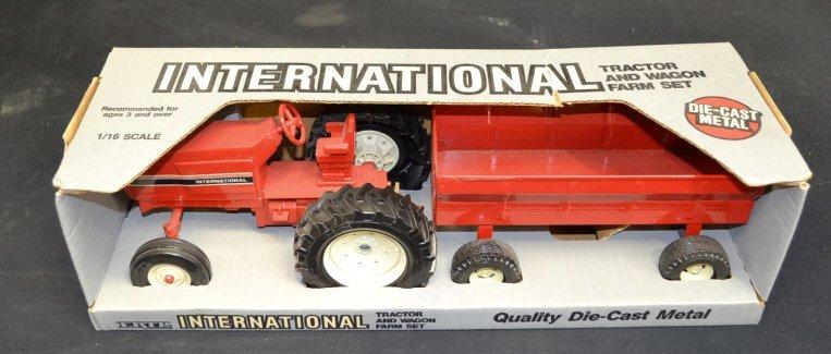 Ertl International Tractor & Wagon Farm Set Ertl