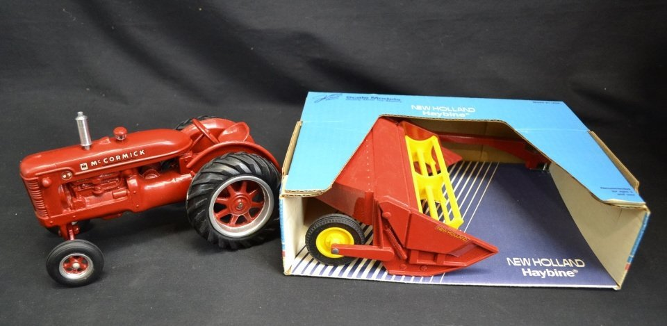 McCormick Die Cast Scale Tractor, New Holland Hayb