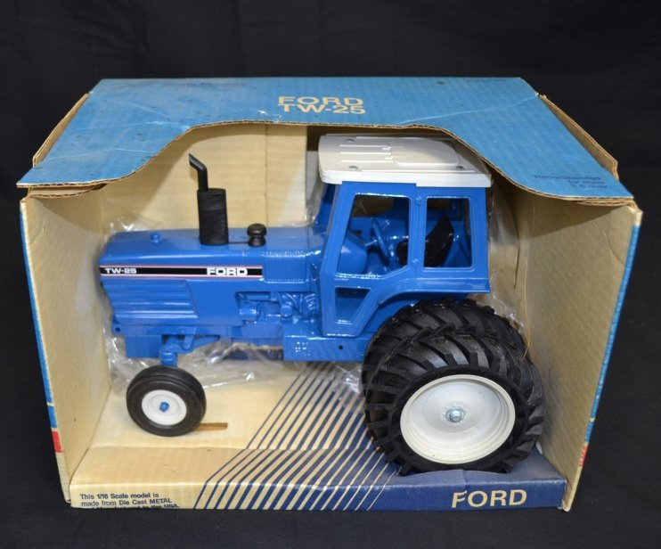 New 1/16 Scale Ford TW-25 Metal Tractor New 1/16 Scale