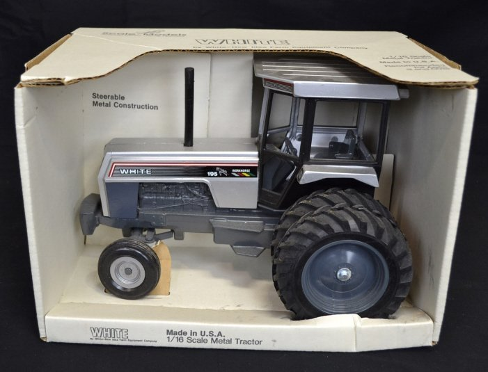 New 1/16 Scale Metal WHITE Toy Tractor New 1/16 Scale
