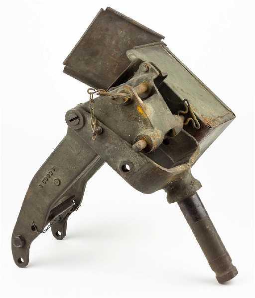 american machine gun mount with ammo box