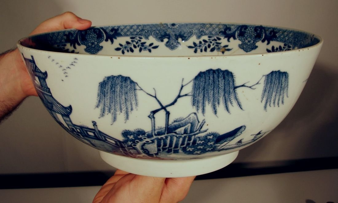 Large Chinese Blue and White Export Bowl