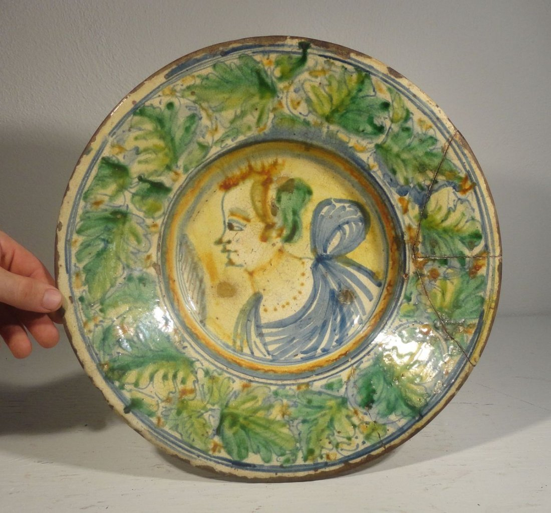 16th or Early 17th Cent Italian Majolica  Charger - 2