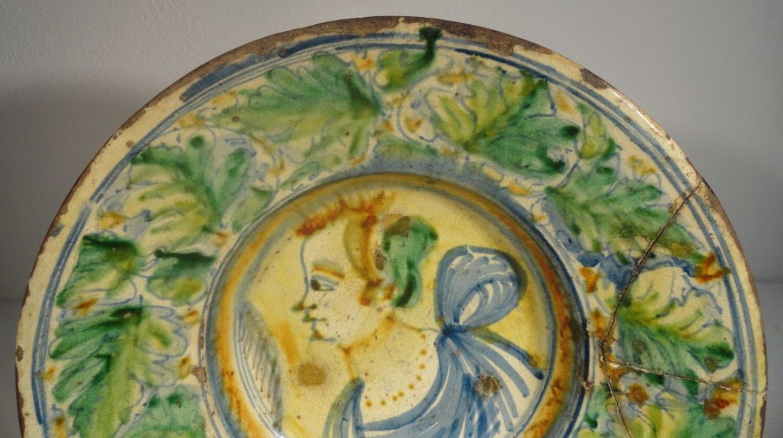 16th or Early 17th Cent Italian Majolica  Charger - 3