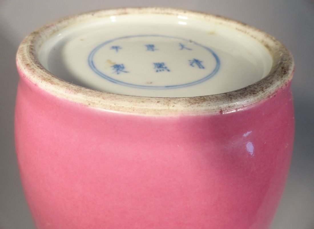 Important and Rare Kangxi Pink-Enameled Rouleau Vase - 8