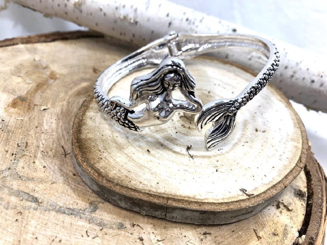 LOVELY LADIES MERMAID SILVERTONE BANGLE