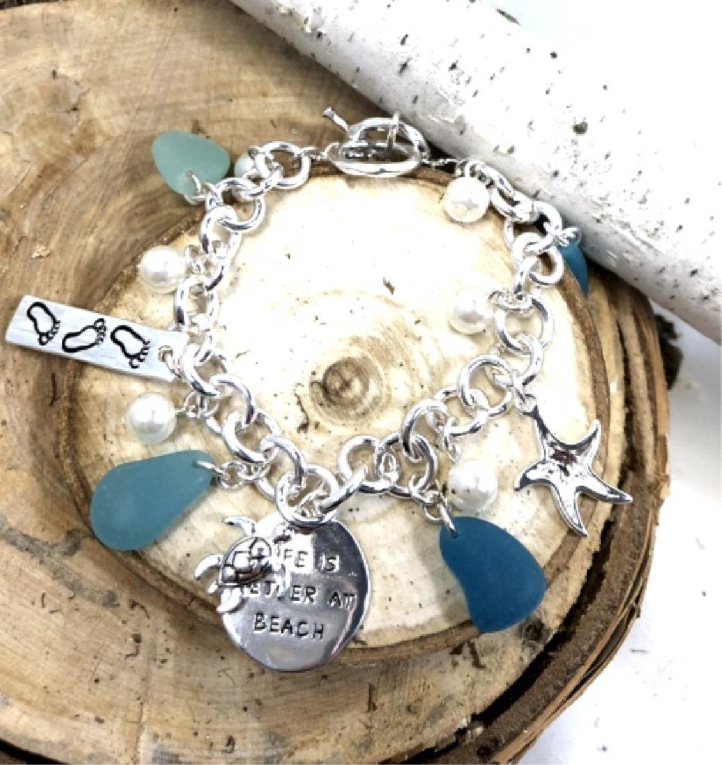 """PRETTY """"LIFE IS BETTER AT THE BEACH"""" CHARM BRACELE"""