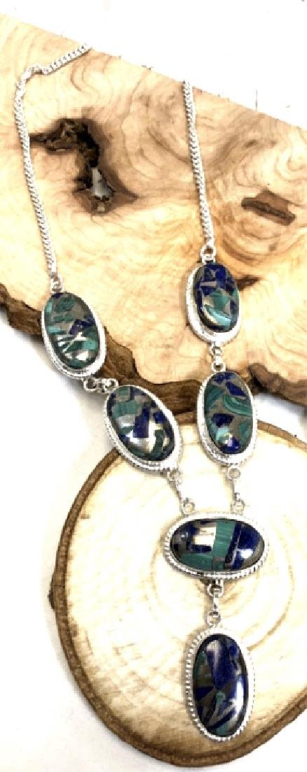 GORGEOUS SCATTERED LAPIS GEMSTONE NECKLACE