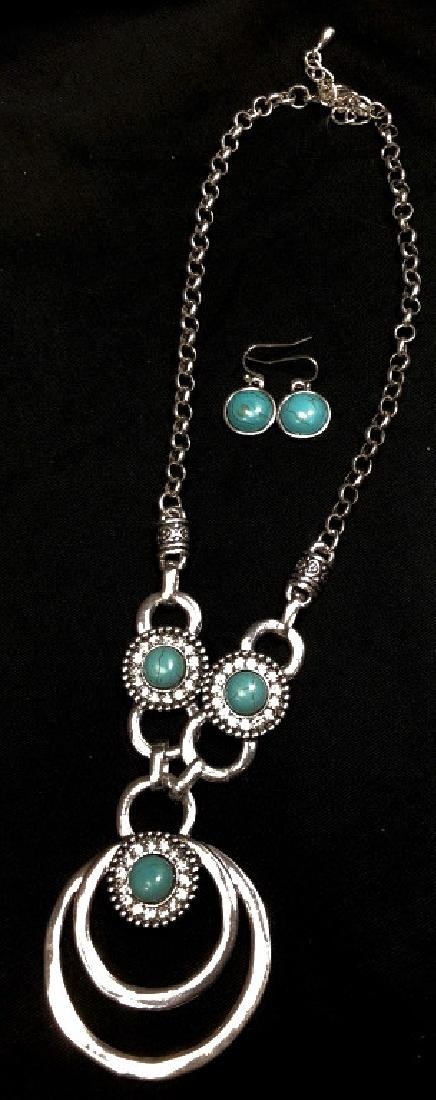 PRETTY TURQUOISE & SILVER CRYSTAL ACCENT NECKLACE
