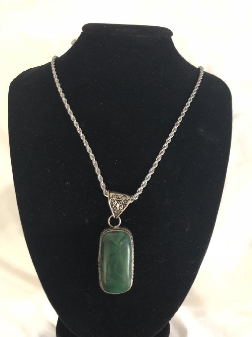 SUPREB SMOOTH CABACHON CUT GREEN MALACHITE NECKLC