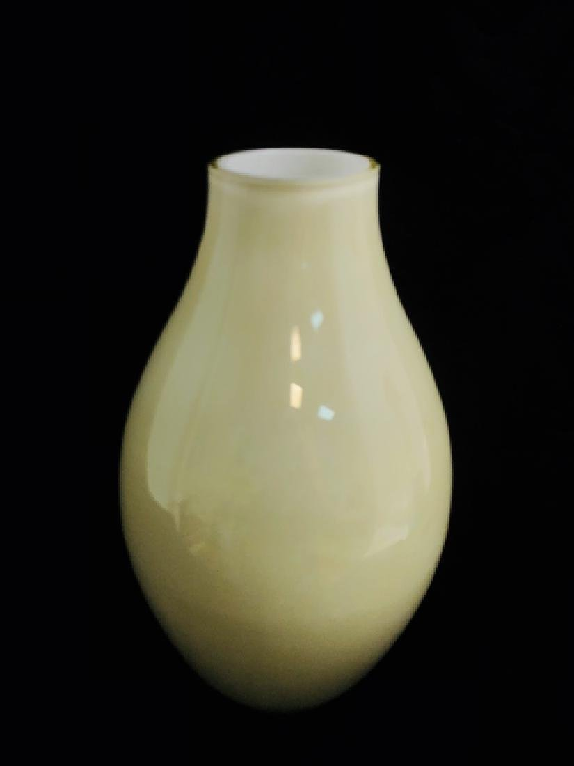 TERRIFIC MODERN WHITE ART GLASS VASE