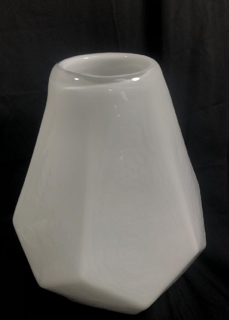 COOL RETRO WHITE ABSTRACT GEOMETRIC GLASS VASE