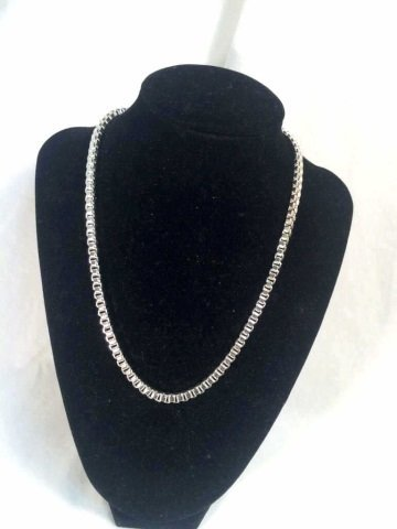 BEAUTIFUL STERLING SILVER BOX CHAIN NECKLACE