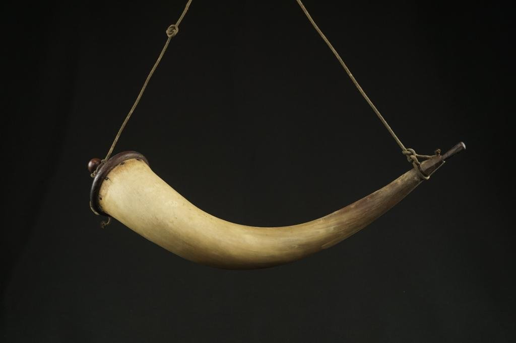 18th/19th Century Powder Horn Exceptional large curved
