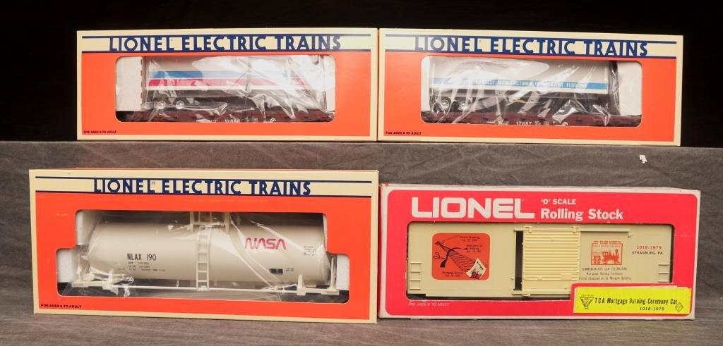 Lot of Vintage O Gauge Lionel Train Cars.